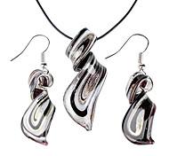 Streamline Pattern Black Vaidurya Necklace and Earring
