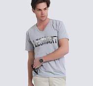 T-shirt gola V-pescoço dos homens