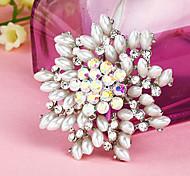 Women's   Flower Shape Rhinestone Pearl Brooch