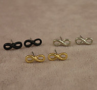 Moda 8 Tipo Stud Earrings