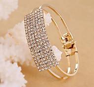 Elegante pulseira de cristais completa