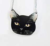 gato preto colar padrão madeira