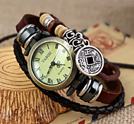 Relógio de Pulso Analógico Feminino Vintage com Pingente de Moeda de Cobre e Pulseira de Fita de Couro Marrom
