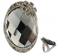 17mm椭圆形银灰色切面玻璃钻花朵点缀藏银色戒指