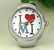 Frauen verpassen Herz-Muster runden Zifferblatt Quarz-Legierung Ring uhr weiß k (1pc)
