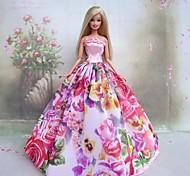 barbie primavera vestido de princesa da boneca no jardim