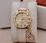 Women's Watch Fashion Golden Quartz Snakeskin PU Band Diamond Swan Pendant(Assorted Colors) Cool Watches Unique Watches