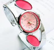 nouvelle montre cadran alliage diamant rond en forme de bracelet à quartz mode des femmes (couleurs assorties)