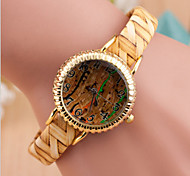 Women's Round Dial Case Alloy Watch Brand Fashion Quartz Watch(Random Color)