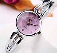 Women's New Tidal Current Round Diamond Dial Diamond Alloy Band Fashion Quartz Bracelet Watch (Assorted Colors)