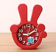 relógio criativo de plástico mini-dedo agulha de mesa de quartzo de alarme (cor aleatória)