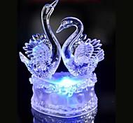 привели кристалл два лебедя красочные украшения атмосфера новизны светильника освещения свет рождества