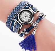 Lady's Bohemian Style Rivet Tissue Pendant Leather Band Gold Case Analog Quartz Bracelet Fashion Watch Strap Watch