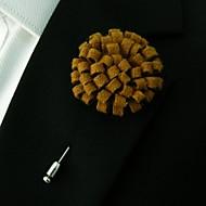 남자의 손으로 밝은 갈색 모직 옷깃 꽃 boutonniere의 혼합