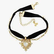 Női Rövid nyakláncok Bársony Ötvözet Heart Shape Divat Euramerican Arany Ékszerek Napi 1db