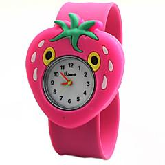 patrón de la fresa de silicona de dibujos animados lindo reloj de la palmada preciosa de cuarzo digitales de los niños