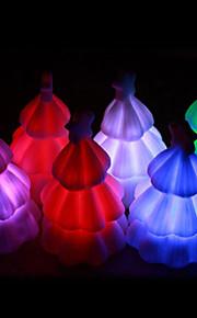 Luminoso colorido da árvore de Natal da luz (cor aleatória)