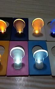 Coway Novelty Credit Card Design Bulb Shaped LED Night Light (tilfeldig farge)