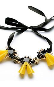 Dame Kort halskæde Blomstformet Unikt design Euro-Amerikansk Gul Smykker For Daglig Julegaver 1 Stk.